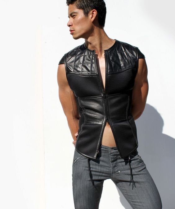 Looking for a stand out #leather piece to compliment your wardrobe? Our #Rufskin MAGNUS #vest is a great way to set you apart from the crowd!