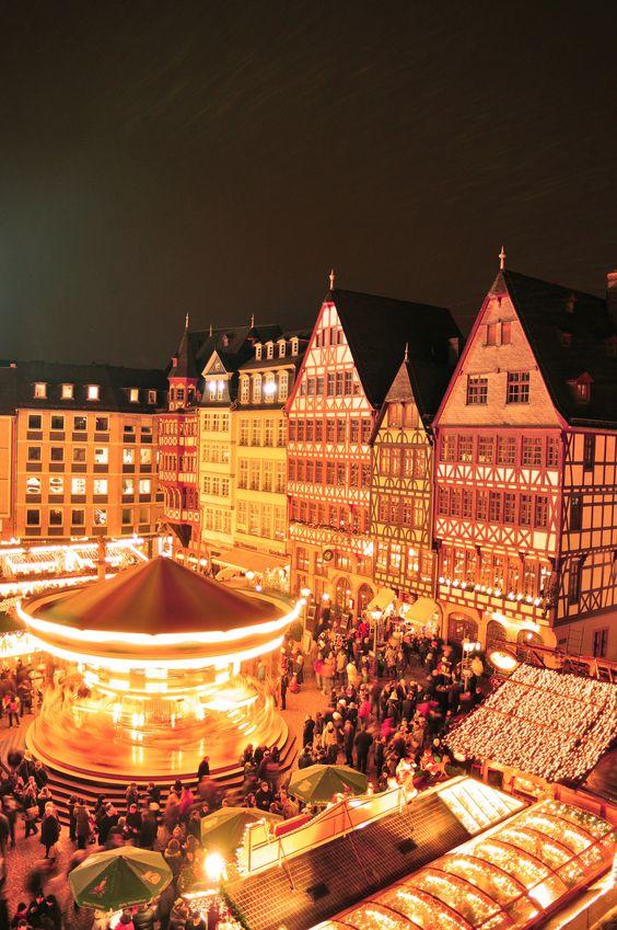 Der Weinachtsmarkt (Christmas Market), Frankfurt.  Ich vermisse Deutschland. Wunderschönes Bild!