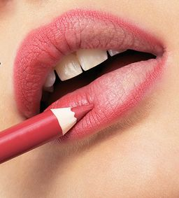 Vollere lippen à la Adriana Lima: gotta love it! Gelukkig bestaan er tips om onze lippen dikker te laten lijken. Ontdek ze hier allemaal op een rijtje.
