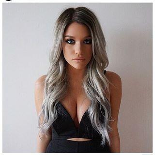 Y sí, sexy. | 27 Chicas que prueban que el pelo gris sigue siendo lo más hot