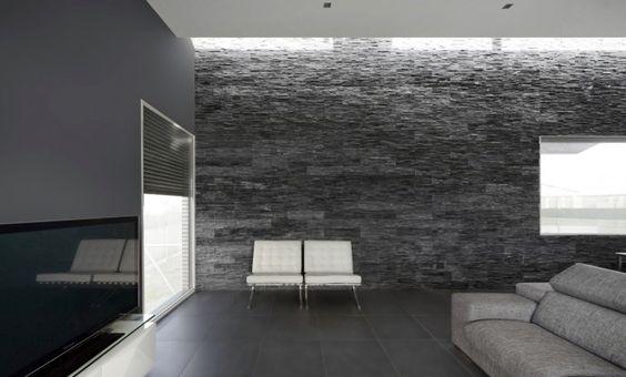 aqso, silla Barcelona, contraste, interior, Ludwig Mies van der Rohe y Lilly Reich, residencial, muro de pizarra, cuero blanco