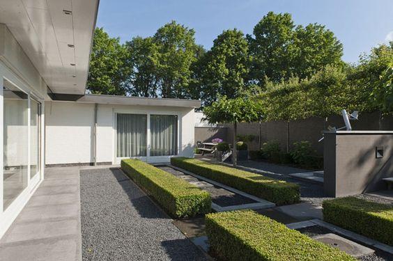 Kleine villatuin met subliem strak lijnenspel door tuinontwerper Marjan de Koning.
