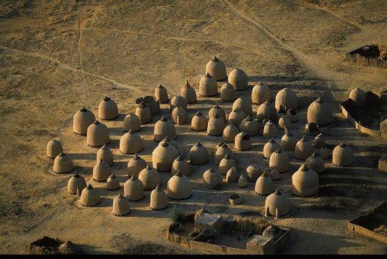Greniers d'un village près de Tahoua, Niger: