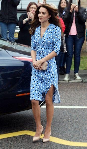 Kate Middleton Photos Photos - The Duke & Duchess Of Cambridge Visits Stewards Academy With Heads Together - Zimbio