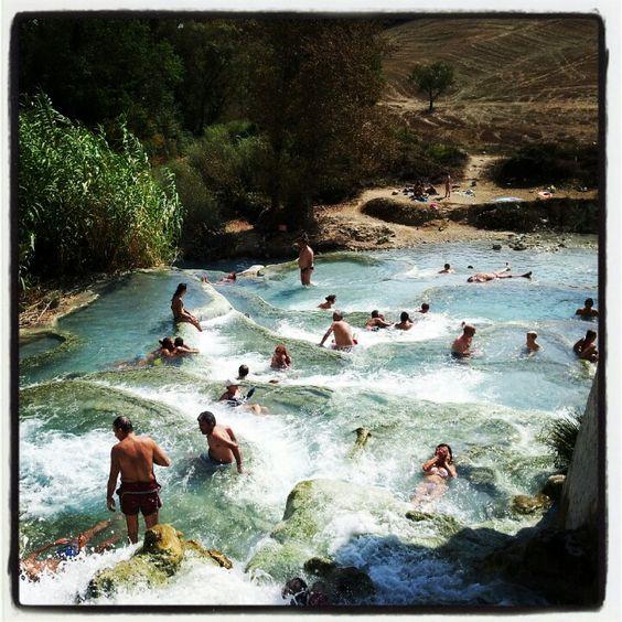 Cascate del Gorello, Saturnia, Toscana  http://smartraveller.it/2014/08/31/le-cascate-del-gorello/