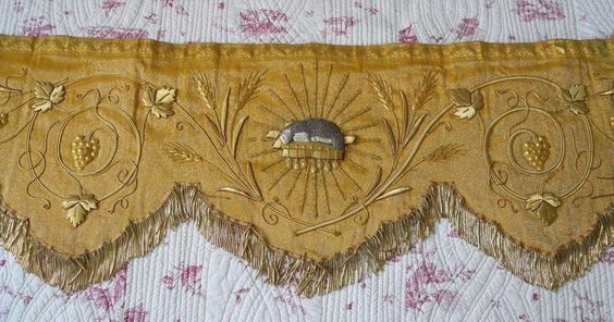 ANTIQUE FRENCH 19 TH-CENTURY ALTAR FRONTAL  METALLIC FABRIC GOLD AGNUS DEI