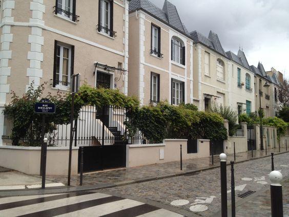 Place de l'Abbé Georges Hennocque Paris 13ème Un Hôtel Particulier...sinon rien!