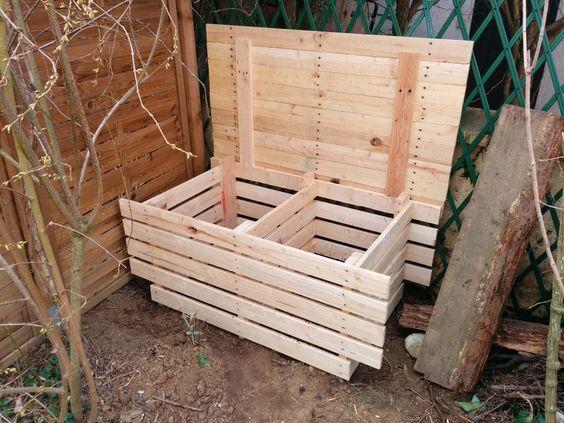 Petit bac à compost avec 3 palettes