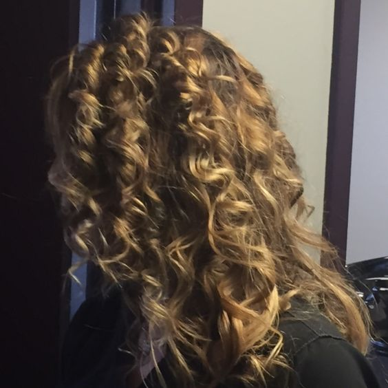 """Love Your Locks or Not? A survey of women on their opinion of the current state of their hair. Woman #8:  """"Yes! I love my hair. It styles easily, the texture is great and I love the color. One thing I don't like it that shampoo tends to make it greasy. It's hard to find one that doesn't"""" -SG  Can you relate?"""