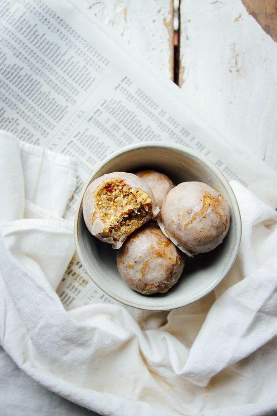 This Rawsome Vegan Life: RAW VEGAN DONUT HOLES {vanilla caramel coconut}: