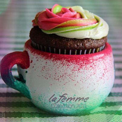 ¡Brindemos con una tacita de cupcake y celebremos junto a ella su existencia!
