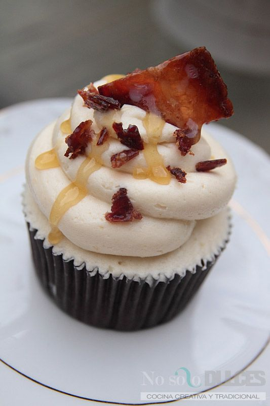 No solo dulces - cupcakes chocolate bacon buttercream de miel   we ❤ this!  moncheribridals.com  #weddingcupcakes