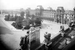 Avant la pyramide de Pei : le Musée du Louvre au début du XXe sièclePhotographie de Séeberger Frères, entre 1901 et 1920    Via debris-de-reves: