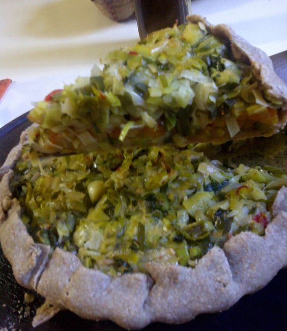 Tarta de puerros y calabaza con masa de centeno. La receta acá: http://asisalen.wordpress.com/2013/05/17/la-tarta-mas-facil-de-todos-los-tiempos/