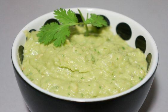 Un classique de la spécialité mexicaine que l'on dégustera avec nos Paléo Chicken Nuggets (voir la recette). Mettretous les ingrédients dans un mixeur en mettant le jus de citron en premier. Mixerjusqu'à ce que vous obteniez un mélange homogène, utiliser une spatule pour transférer dans un bol. Goûter et ajouter du jus de citron vert […]