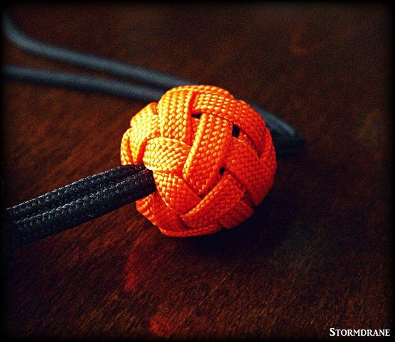 paracord wrist lanyard with gaucho knot