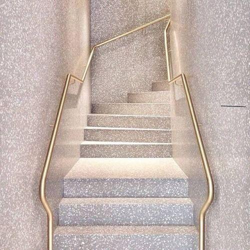 Confira nossa incrível seleção com 50 fotos de escadas de granito em diferentes combinações. Inspire-se com estas ideias.