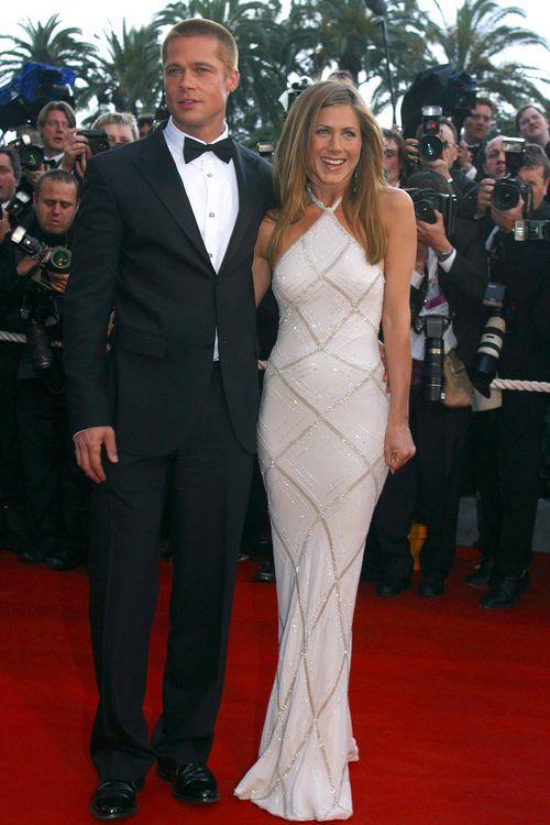 Brad Pitt Das Sagt Er Zu Den Jennifer Aniston Geruchten Jennifer Aniston Style Jennifer Aniston Hochzeit Festival Kleid