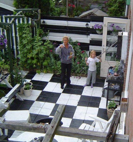 Grijze saaie stoeptegels verven met beton verf tuin pinterest foto 39 s en met - Grijze verf leisteen ...