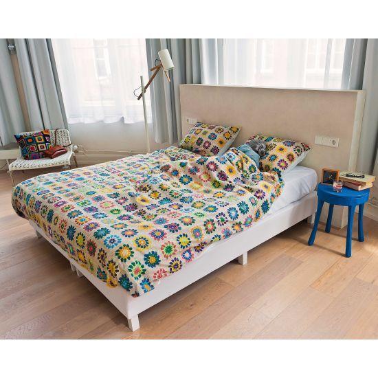 printed granny pattern bedding :)