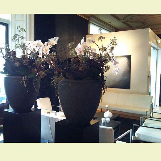 Interieurstyling met sokkels potten met natuurlijke for Vensterbank decoratie hout