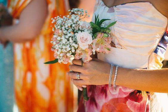 Daniele e Felipe | Groom plays Ukulele for the bride in this beautiful tropical island wedding in Brazil | Ilhabela |Espaço Galiileu | Frankie e Marília