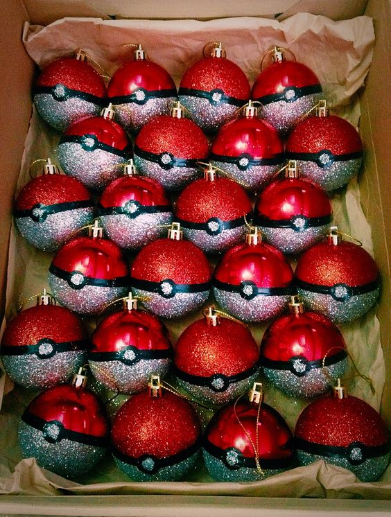 HANNAH WE NEED TO MAKE THESE, WE CAN USE THE RED ORNAMENTS WE DIDN'T USE FOR THE TREE!! O.O