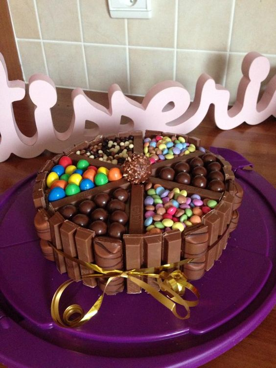 3 chocolats avec kitkat, m&m's, maltesers, smarties, kinder bueno