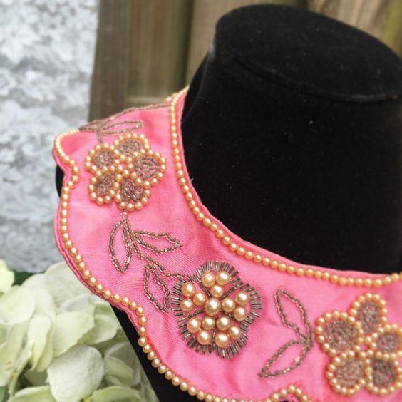 Vintage collar de rosa flores de cuentas Peter Pan babero, collar, perlas, cóctel, declaración de traje, joyería, Retractor, Japón, satén