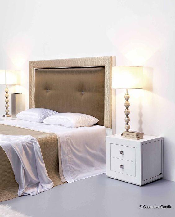 Dormitorio estilo nórdico con reflejos dorados http://www.casanova-gandia.com/Profesionales/catalogos/catalogo-suspirarte.aspx