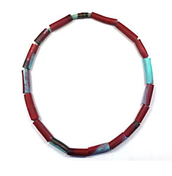 Montse Basora - collar - Resina, acrilico y textil - 2016: