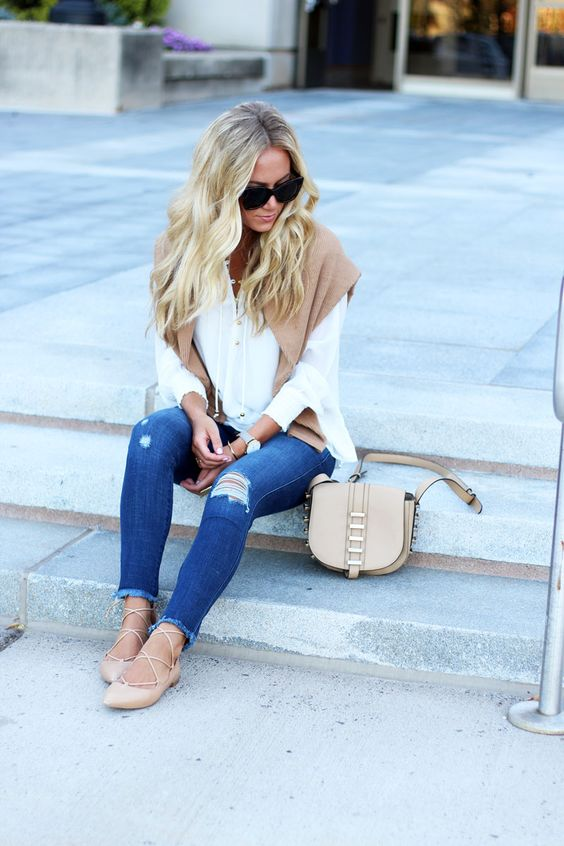 ABERCROMBIE TOP // SWEATER // FRAYED DENIM LACE UP FLATS // LE SPECS SUNNIES // CROSSBODY BAG Technically this outfit...
