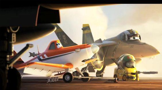 """Der größte Traum des Sprühflugzeugs Dusty ist es, eines Tages beim legendären """"Wings around the Globe"""", dem berühmtesten Flugzeugrennen der Welt, anzutreten. Das Problem ist nur, dass Dusty nicht besonders gut für solche Wettkämpfe geeignet ist, denn es landet an Höhenangst. In seiner Not wendet er sich an den erfahenen Marineflieger Skipper, der ihm bei seinem Vorhaben unter die Flügel greift."""