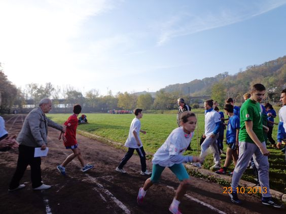Romania: 180 Children took part in the Race for Survival in 5 teams. The winning team completed the race in 2:07:15.