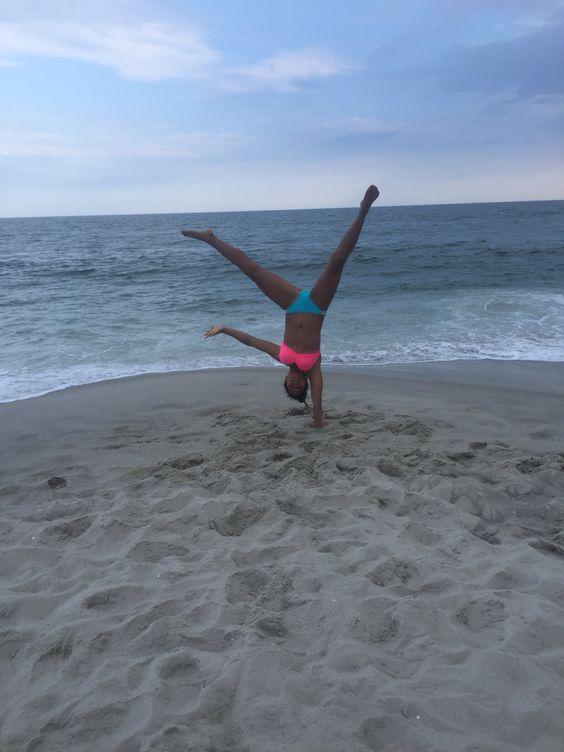 #handstand #onearm #gymnastics #beach