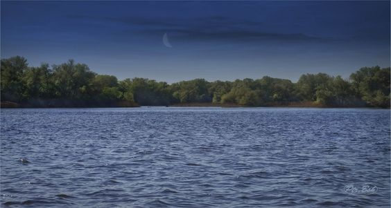 https://flic.kr/p/uS78wi   Etude #150507DSC0030.   The sunrise a young moon. Ukraine, the Dnipro River, the island Khortytsya, the entrance to Rechische.