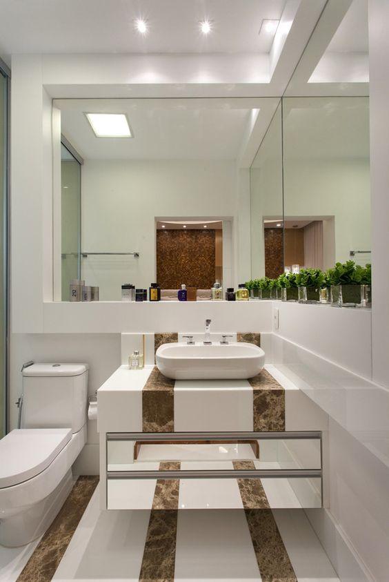 Banheiro, mármore, cuba de apoio, armário espelhado, porcelanato  Banheiros  -> Decoracao De Banheiro Com Cuba De Vidro