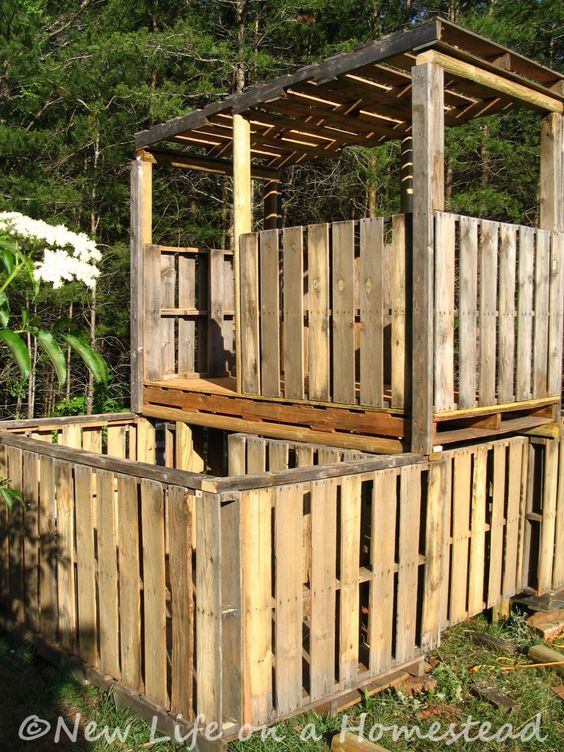 Pallet fort playhouse forts pinterest pallet fort for Pallet tree fort