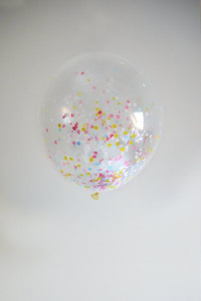 These transparent latex balloons are filled with festive multi-coloured confetti. Super for the decoration of any party!
