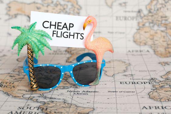 Siempre revisa los vuelos en martes, miércoles o los fines de semana en la madrugada, para encontrar los precios más baratos.   18 Brillantes hacks de viaje que aprendimos de Instagram