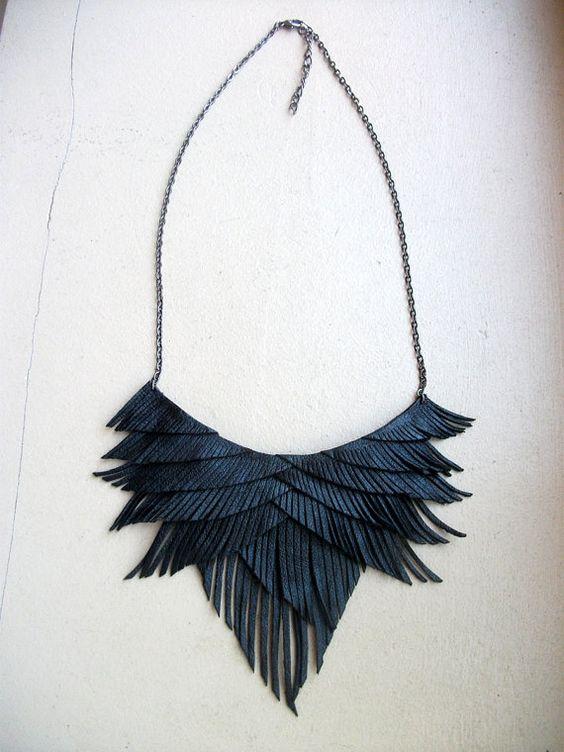 Collier de franges en cuir noir par HaKNiK sur Etsy