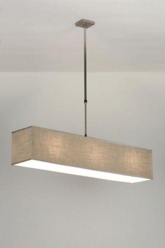 3 lichts uitvoering moderne strakke hanglamp met een grote rechthoekige kap de kap is gemaakt - Woonkamer taupe ...