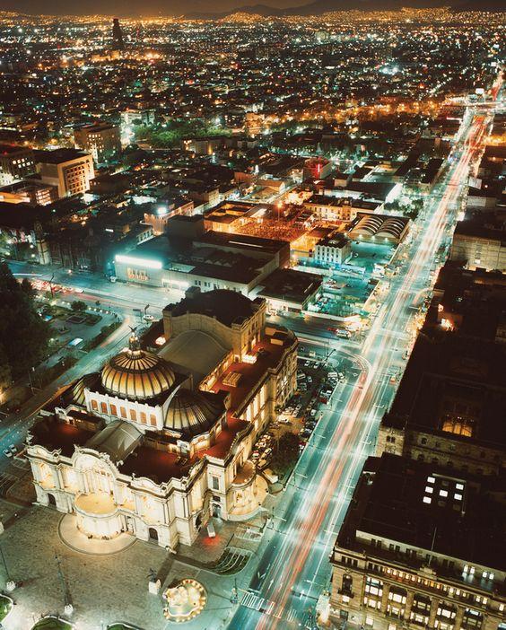 Bellas Artes de noche  Fotografía: Livia Corona