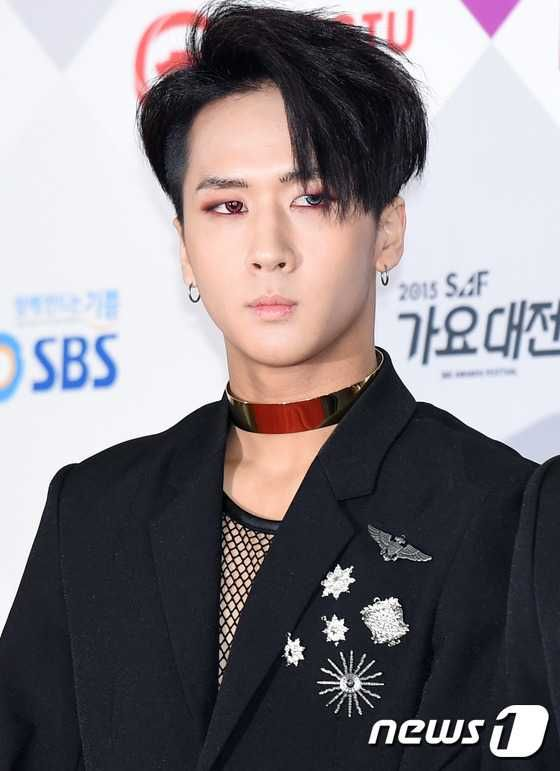 Oddly Coloured Contact Lenses Worn By K Pop Idols Kpopmap Vixx Ravi Vixx Kpop Idol