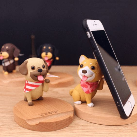 3D Wooden Doggo Phone Stand