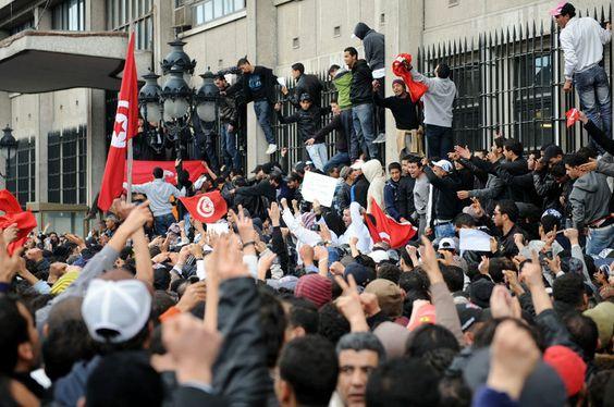 Résultats Google Recherche d'images correspondant à http://nawaat.org/portail/wp-content/uploads/2012/12/r%25C3%25A9volution-tunisienne.jpg