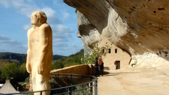 Sites Prehistoric Museum In Les Eyzies De Tayac Musee National De Prehistoire Natural Landmarks Dordogne Mount Rushmore
