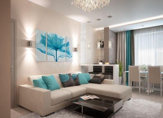 creme Wandfarbe und Ecksofa und türkisblaue Akzente Wohnzimmer