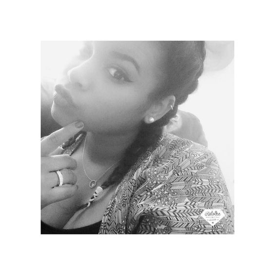 Si tu m'saoules trop on en restera là.  #Damso #autotune #rap #doubledutchbraids #team974 #girllistenrap #CDP #kimono #blackandwhite #makeup #instaretrica #metisse #kreol #ALONE #solo #clb #LDL #LIFE #LDL #plumes #piercing #purplelipstick #clean #nattes #eyes #instagood #goodvibes #instamoment by laetitia.ldl