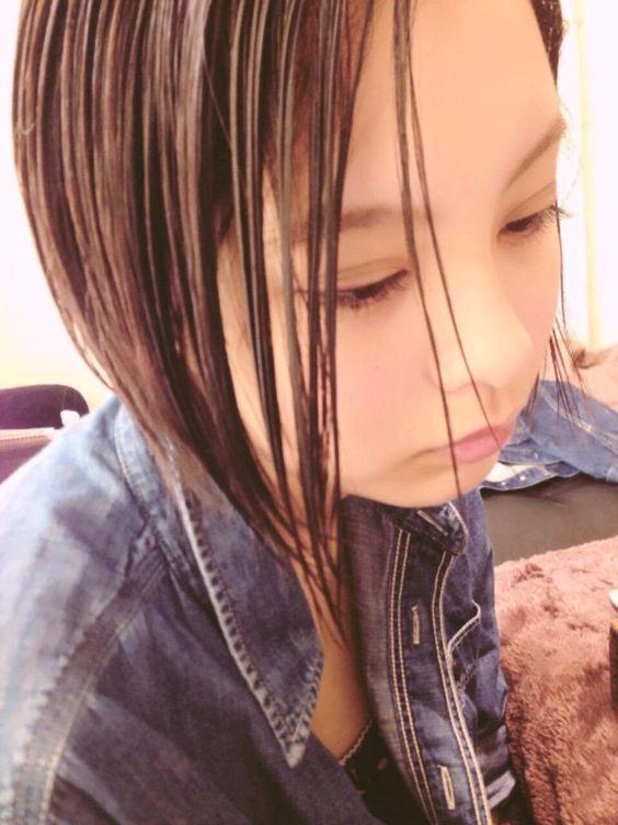 しっとりしたヘアスタイルの渡邊璃生の画像